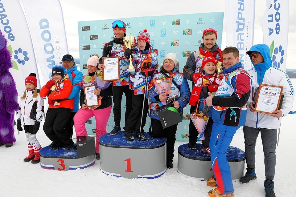 Заслуженные медали вручил паралимпийский чемпион по горным лыжам Алексей  Мошкин (второй f877f36454c